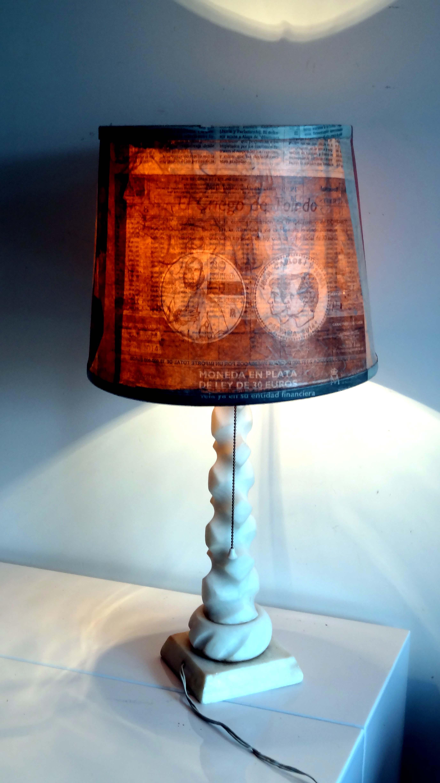 Lampara de mesa entre mesillas - Pantallas de lamparas de mesa ...