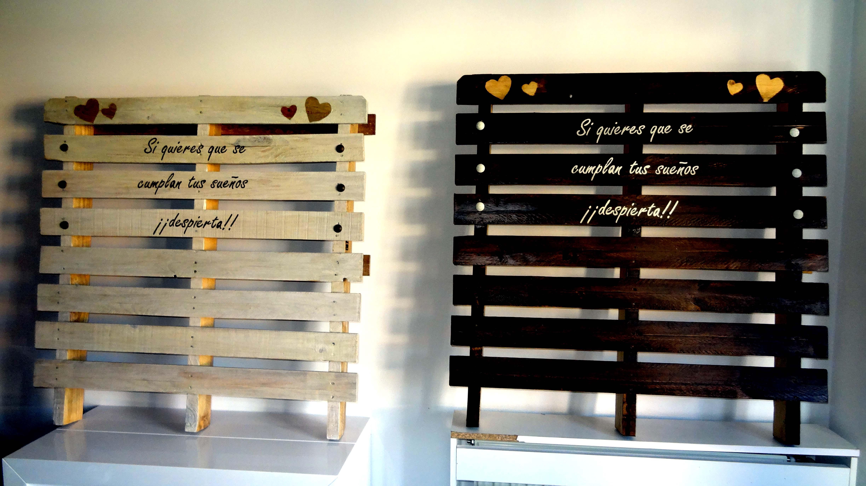 Cabeceros con palets frase personalizada entre mesillas - Tablas para hacer palets ...