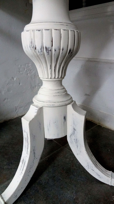 Entre mesillas alegra tu casa con muebles restaurados for Muebles restaurados en blanco